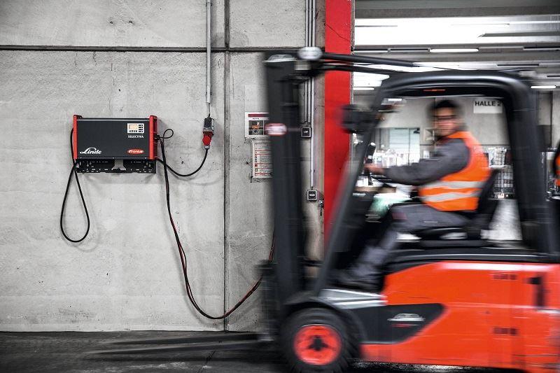 Ladegerät 48V in Gabelstapler für Transport & Logistik